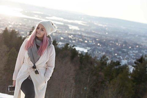 """""""RESTEFEST"""": Kristine Slyngstad har startet Facebook-gruppen """"Restefest"""" hvor alle kan invitere til turer og aktiviteter. - Ingen kjenner hverandre fra før av, men jeg føler det er den beste måten å bli kjent med nye folk på."""
