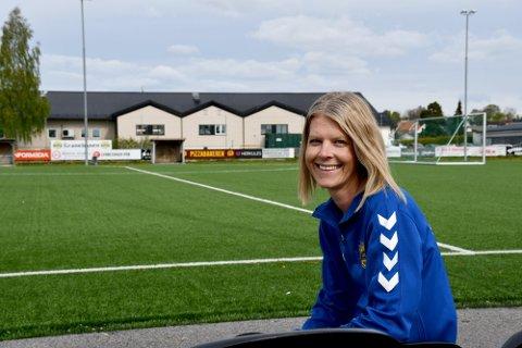 Hege Beate Lia Alseth kunne smile etter at klubben i hennes hjerte, Skiens Grane, fikk 50 000 kroner til å pusse opp klubbhuset. I år kan ditt lag eller forening få penger.
