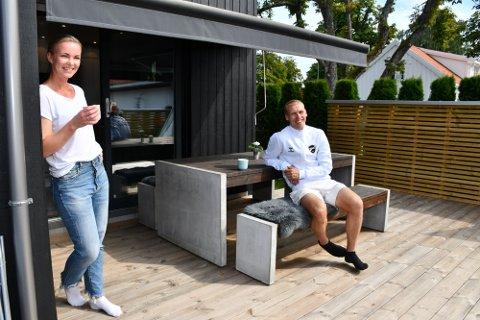 SLITER MED SKADE: Steffen Hagen kan miste flere seriekamper. Her sammen med kona Tonje i sommer. Foto: Hans Eivind Øygarden