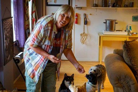 FORVENTER TRYKK: Tove-Lise Solvik tror mange vil ha behov for hundebarnehage når livet normaliserer seg etter pandemien.