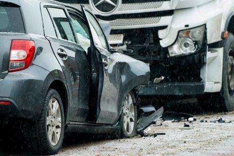 Trygg Trafikk mener Fremskrittspartiets forslag om ny øvre fartsgrense på 120 km/t vil føre til flere drepte og hardt skadde i trafikken.Foto: (NTB scanpix)