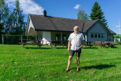 – TRENGS LITT KJÆRLIGHET: Oddvar Gran ser et stort potensial i Hanes feriekoloni. Med hjelp fra Lunde videregående skole vil han bringe feriekolonien opp til dagens standard.