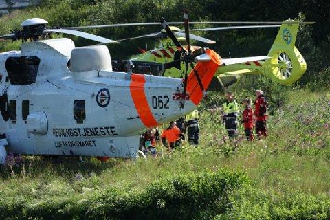 HELIKOPTRE: Redningshelikopter og luftambulanse var blant nødetatene som rykket ut. Foto: Geir Eriksen