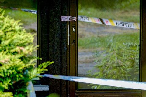 Plombert dør på Hellerud i Oslo der en kvinne fra Bamble ble funnet drept inne i en leilighet.