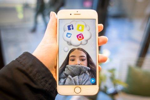 SØKE JOBB: Private som ansetter dømmer mest unge og nyutdannede via sosiale medier.