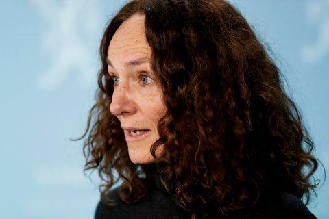 Direktør Camilla Stoltenberg i Folkehelseinstituttet sier at deltavarianten utgjør en ny og viktig utfordring som krever nøye overvåking.