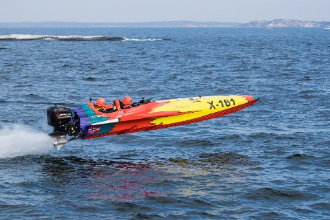 RACE: Pål Torvund og nevø og co-pilot Lars Torvund konkurrerer i klassen 3X med en Batboat 23.