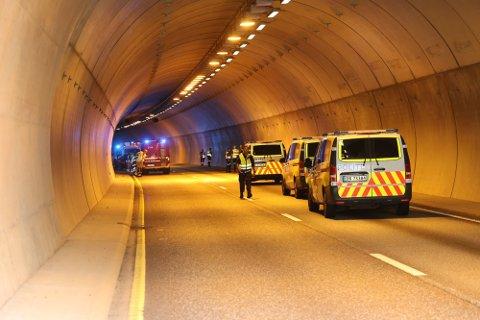 ULYKKE: Påkjørselen bakfra skjedde inne i Hobekksetertunnelen på E18. Foto: Geir Eriksen