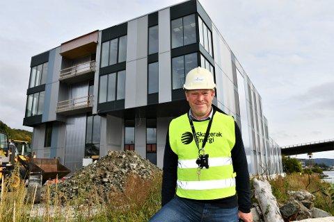 NYE REKORDER: – Vi har nå rekordmange ansatte. Vi vil være 90 ansatte ved utgangen av året. Utsiktene er også bra for videre vekst, sier administrerende direktør Kjetil Larsen i Norner. Her ved det nye bygget de skal flytte inn i.