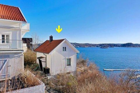 UNIK PLASSERING: Det lille huset har panoramautsikt utover skjærgården.