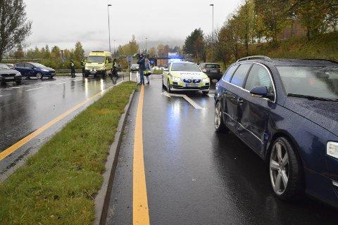 Vikeplikt: Føreren av en Saab overholdt ikke vikeplikten i krysset E134-Sauheradveien og rammet denne Passaten. To ble sendt til sykehus.