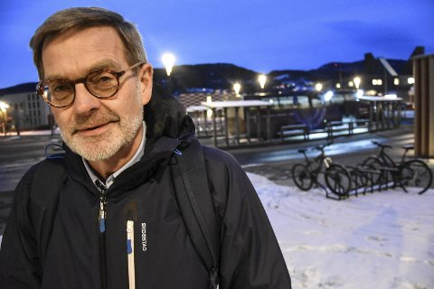 Vil ha buss: Fylkespolitiker og utvalgsleder i samferdsel Knut H. Duesund (KrF) vil ha folk til å ta bussen. Fylkeskommunen gir nå 150 000 kroner i markedsføringsstøtte til de to bussrutene som går mellom Notodden og Oslo.
