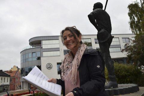 STARTSKUDD: – Årets julegave har blitt en viktig og lokal tradisjon som vi i Misjonskirka ønsker å bidra til, sier Trine Skogrand, som henter Ingemar Olsson til Notodden.