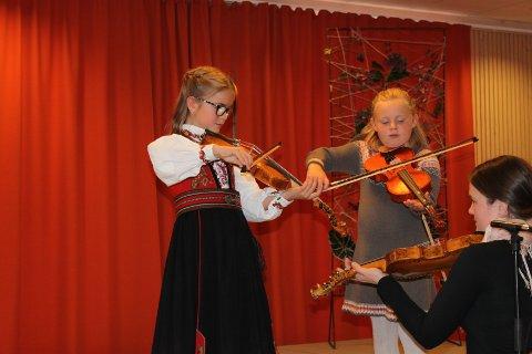 DEBUTERTE: For Anne Lusrås Yli og Iseline Susrud ble helgas opptreden, deres aller første på en scene.