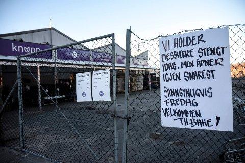 MILLIONER: Hjartdalbanken hadde 19 millioner kroner til gode i Knupp-kjeden. Også butikken på Notodden, en av de sju Knupp-forretningene, er stengt.