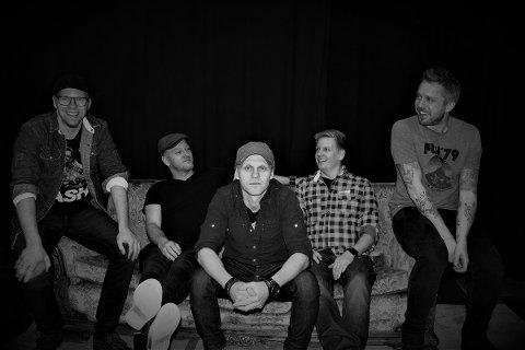 På Bellman: Bandet består av Rune Sanden (gitar og vokal), Jan Thomas på bass, Hans Tore Sanden på kassegitar, Magnus på trommer og Einar på Keys.