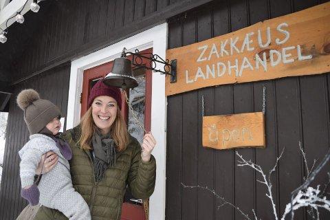 Her er vi: – Det er gøy å vise fram hva vi driver med og det ønsker vi å gjøre med et to dagers julemarked til glede for hyttefolket, bygdefolket og tilreisende, sier Malin.