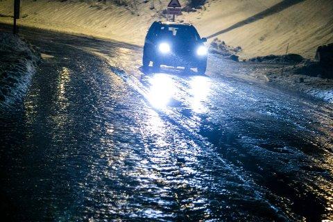 GLATT:  Det meldes om glatt føre mange steder i Telemark. Pass på, kjør etter forholdene.  Foto: Audun Braastad / NTB scanpix
