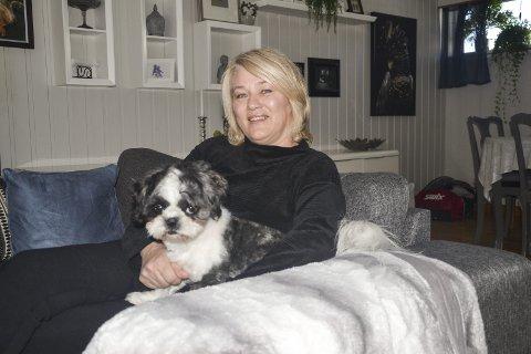 Følger med hjemmefra: Rita forteller at hun heller vil få oppdateringer hjem, og at hun heier hjemmefra.