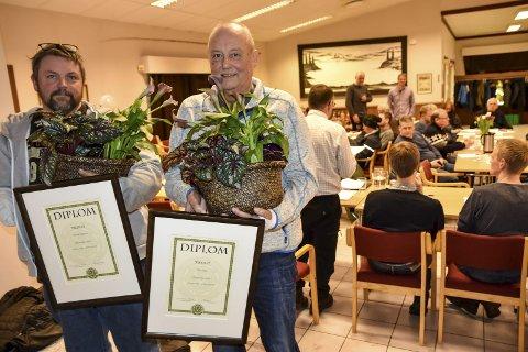 Æresmedlemmer: Anund Helgesen (t.v.) og Tore Selbo er utnevnt til nye æresmedlemmer i Notodden jeger og fiskerforening.