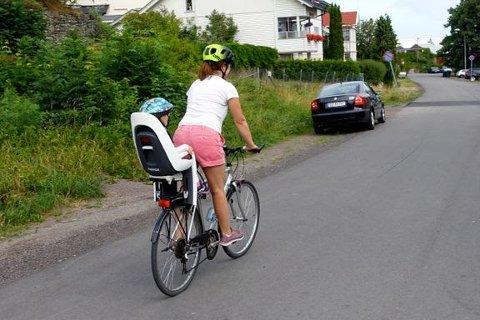 Sikkerhet: Sørg for at barna er riktig festet i sykkelsetet. (Foto: Christoffer Solstad Steen/Trygg Trafikk)