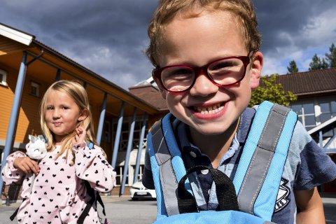 SPENT: Ingrid Christensen Jensen og Olav Brekke Andreassen ser fram til første skoledag som starter på mandag.