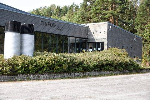 STENGT: For høy luftfuktighet i hallen gjør at Tinfos Bad er stengt inntil videre.
