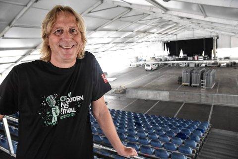 MER INTIM: Jostein Forsberg forteller at de ønsker å gjøre Hovigs Hangar litt mindre, mer intim og med litt flere sitteplasser under årrets bluesfestival.