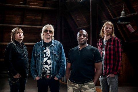 INTERNASJONALT: Nå skal notoddenbandet Spoonful of Blues prøve seg i utlandet. Lørdag spilles det to konserter på klubben Subterania.