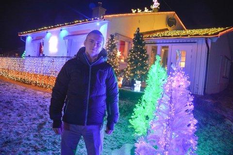 SHOW: Etter en liten pause er Per-André Naustvik klar med nytt juleshow med huset sitt på Tveiten rett før nyttår.