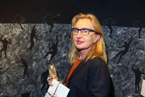 ÅPNINGEN: Ingrid Lene Langedok er en travel kunstner. Nå har hun lyst til å bruke enda mer tid på kunsten og håper mange vil se hennes første separatutstilling i Notodden. Sveip for å se flere bilder.