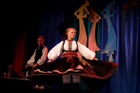 FOR DRONNINGEN: Dronning Sonja sitter ringside når Vilde Ellegaard Westeng danser i Meisterkonserten nå klokka 13.00. Billetten vant hun da hun som første kvinne vant halling klasse C.