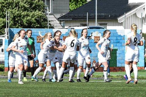 SCORET: Julie Kjosvold Pedersen har her scoret på straffespark hjemme mot Amazon Grimstad, i kampen som endte 1-3. En snau måned senere slo Snøgg tilbake i kampen som kan ha blitt vendepunktet for sesongen.