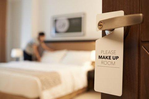 IRRITERER: Skitne hotellrom er det som irriterer nordmenn på ferie mest. Foto: iStock.