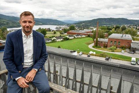 VEKST: Bjørn Kristian Neumann forteller at Minox Technology AS trenger fem til ti nye medarbeider fram mot sommeren.