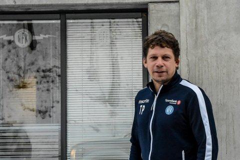 SAGT OPP:  Tore Pedersen har sagt opp stillingen som spillerutvikler i NFK. Usikkerhet rundt klubbens økonomi har gjort at han har valgt å gå tilbake til gamlejobben på Kongsberg.