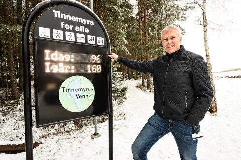 Oddvar Kaasa ved telletavla på Tinnemyra