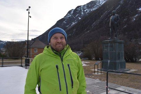 GRØNNKLEDD: Jakob S. Fink og resten av Langfjella Alpine Redningsgruppe er vertskap for den nasjonale øvelsen som nå pågår. Lørdag vil det bli stor helikopteraktivitet. Hovedredningssentralen på Sola leder øvelsen som også involverer brann og politi.