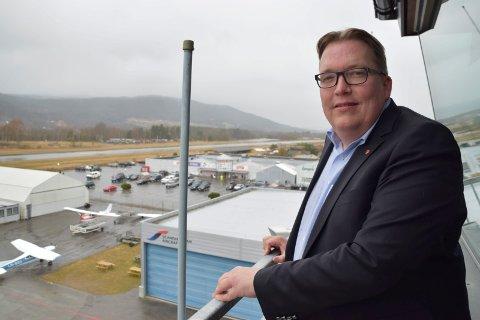 KLAR: Transportkomiteens Sverre Myrli er glad for at dset nå er et flertall for å utrede en arm av E134 til Bergen på Stortinget.  Her fra et tidligere besøk på flyplassen.