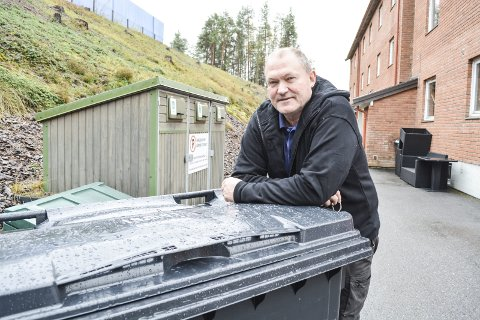 MULIG LØSNING : Styreleder i Røys borettslag, Morten Kårstein, er blant de som har vært spesielt kritisk til kommunens nye renovasjons-løsninger. Når saken skal opp til ny politisk behandling kan det bli en løsning for borettslagene og de med flere boenheter registrert i samme hus.