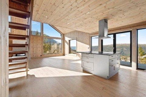 GAUSTA: I løpet av uka ble denne hytta i Løkjestaulkilsvegen solgt for 8 050 000 kroner. Det var megler Lejonberg sin andre solgte hytte over 8 millioner kroner denne uka.