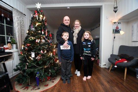 FORNØYD: Michael Deblitz-Etholm er godt fornøyd med valget om å flytte fra Tyskland til Norge. Her med kona Else Merete og barne Maximillian og Julia.