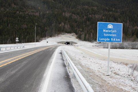 FARTSMÅLINGER: Det skal innføres fartsmålinger her i Mælefjelltunnelen.