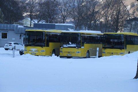 BUSSENE GÅR: Det er innført tiltak for å begrense koronasmitte på rutebussene.