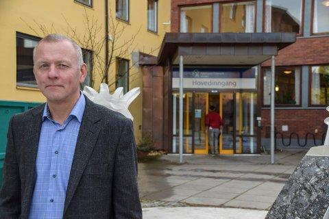 FORNØYD:  Sykehusdirektør Tom Helge Rønning er svært godt fornøyd med løsningen med Notodden som kirurgisk sykehus for hele Telemark som et ledd i korona-krisen. - De som har blitt operert på Notodden gir oss svært gode tilbakemeldinger, sier Rønning.