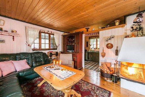 IDYLL: Denne hytta ved Hjerpetjønn på Meheia kan bli din for godt under millionen.