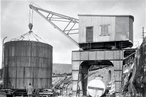 Flytting av ammoniakktank fra Rjukan-brygga.