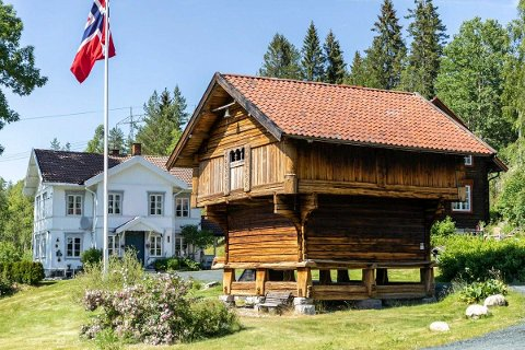 SOLGT: Reshjem gård vil få nye eiere til uka. Den flotte gården på heia mellom Notodden og Bø hadde en prisantydning på 8,1 millioner kroner.