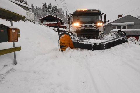 SNØ: Den siste tiden har hele Notodden hatt store snøfall. Det kan skape utfordringer i trafikken.