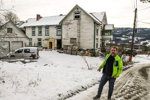 FORTSETTER: Trond Langedok opplyser at arbeidet med planene for eiendommen Solbakken fortsetter, og at han har leid inn et nytt konsulentfirma som jobber med saken.